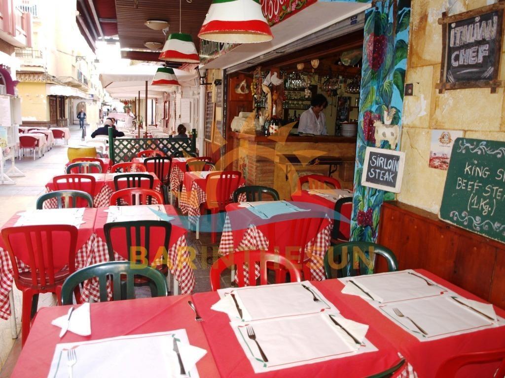 Cosy Quaint Long Established Bistro Restaurant For Sale in Fuengirola Costa Del Sol